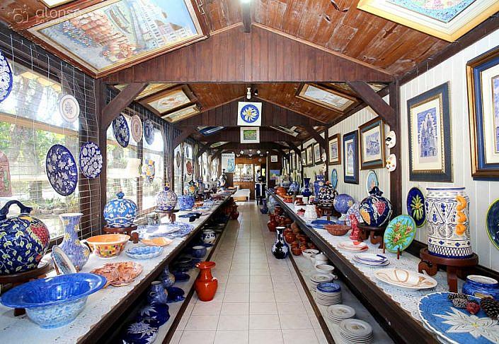 Foto de interior de loja de artesanato