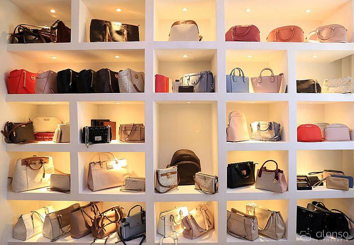 fotografo de loja de bolsas