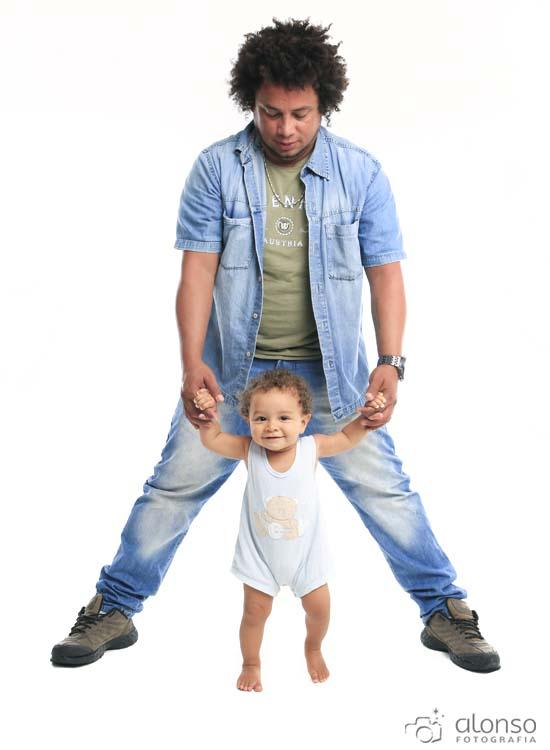 pai e filho em estúdio